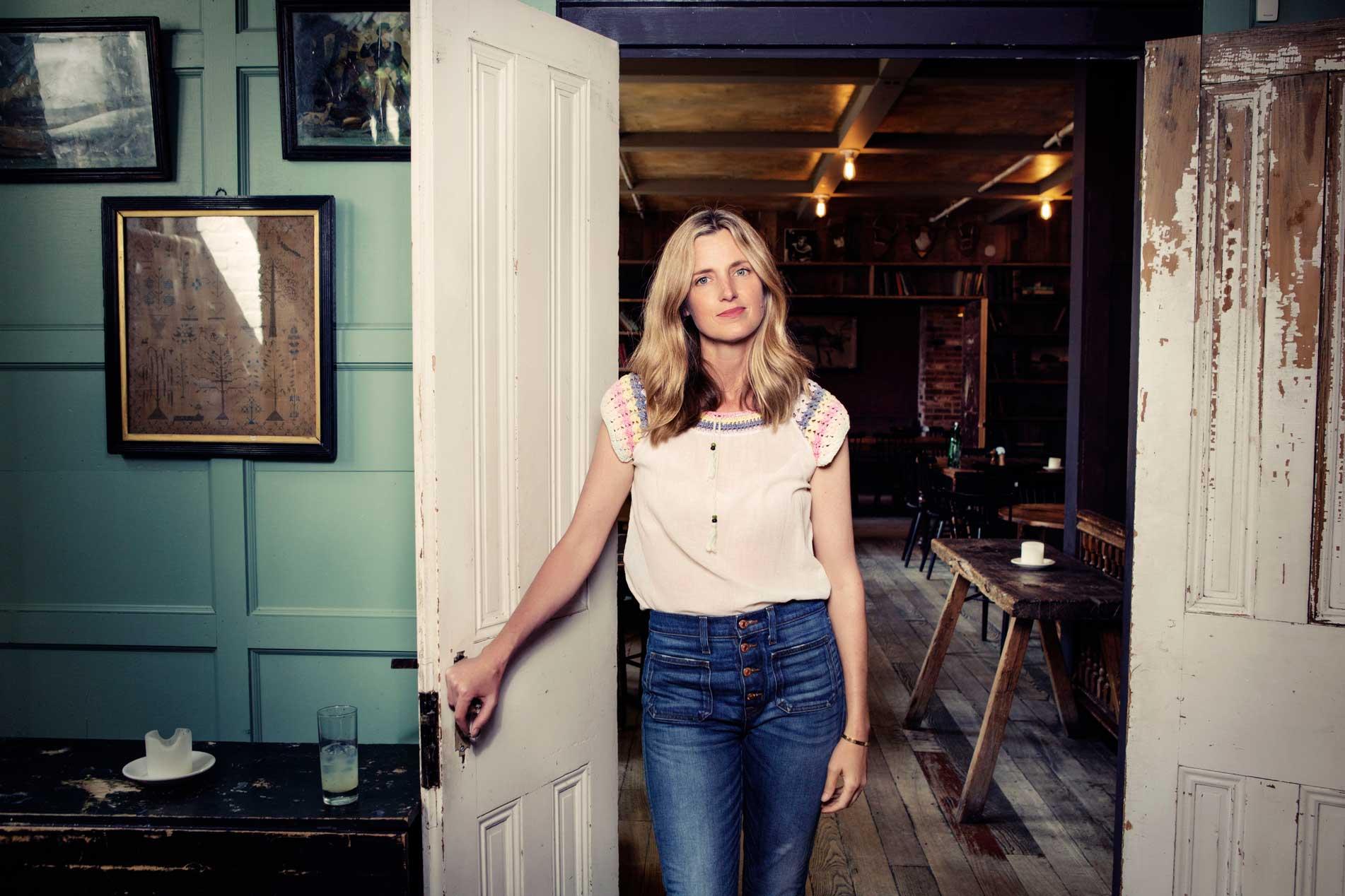 How To Wear Jeans Like Amanda Brooks